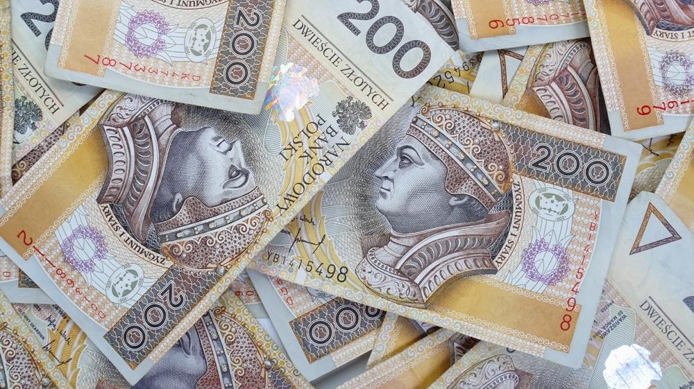 200 PLn