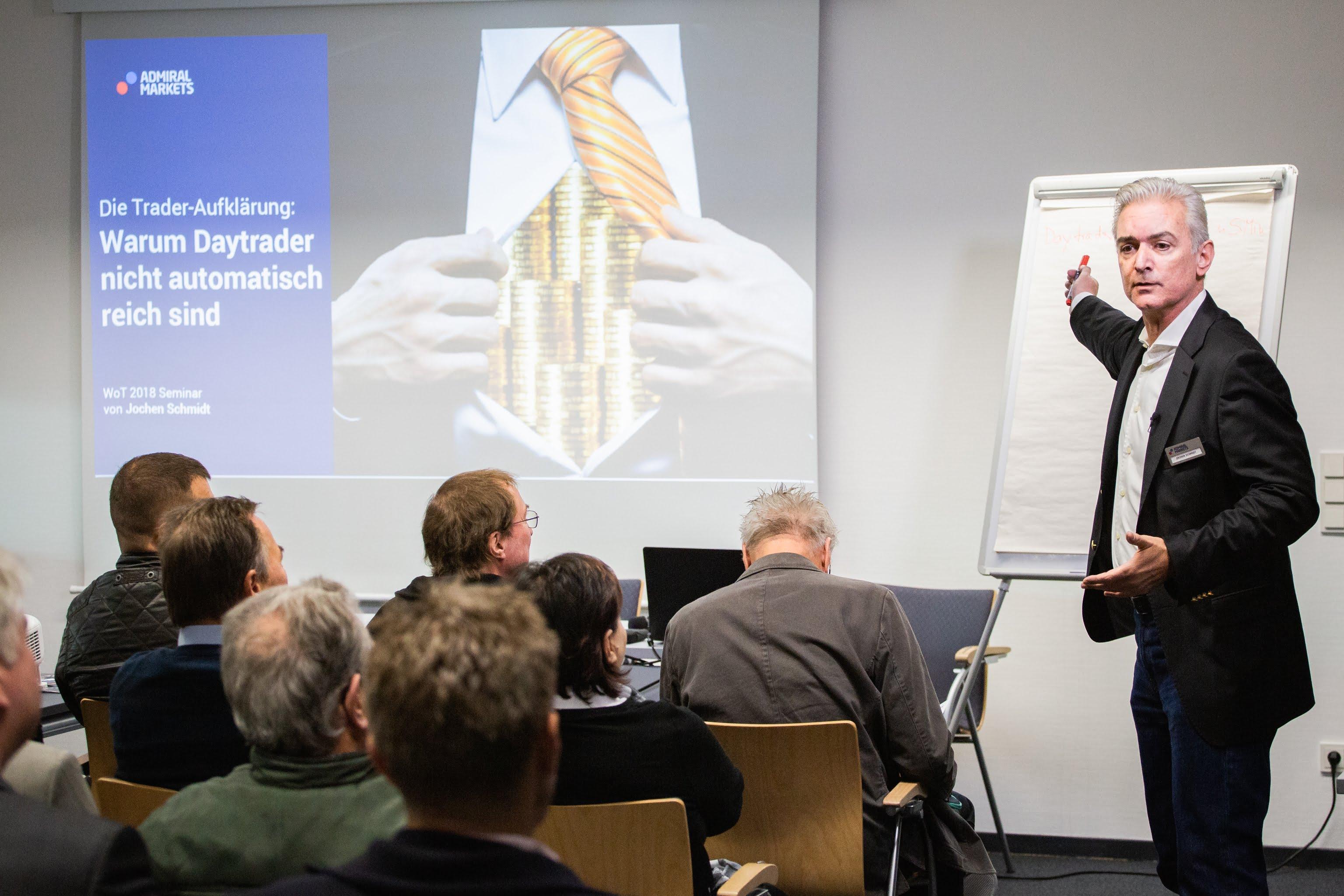 """Jochen Schmidt prezentē """"Kāpēc dienas treideri automātiski nekļūst bagāti"""""""