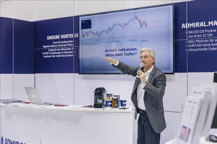 Jochen Schmidt performt auf der WoT Messe 2016 für Admiral Markets