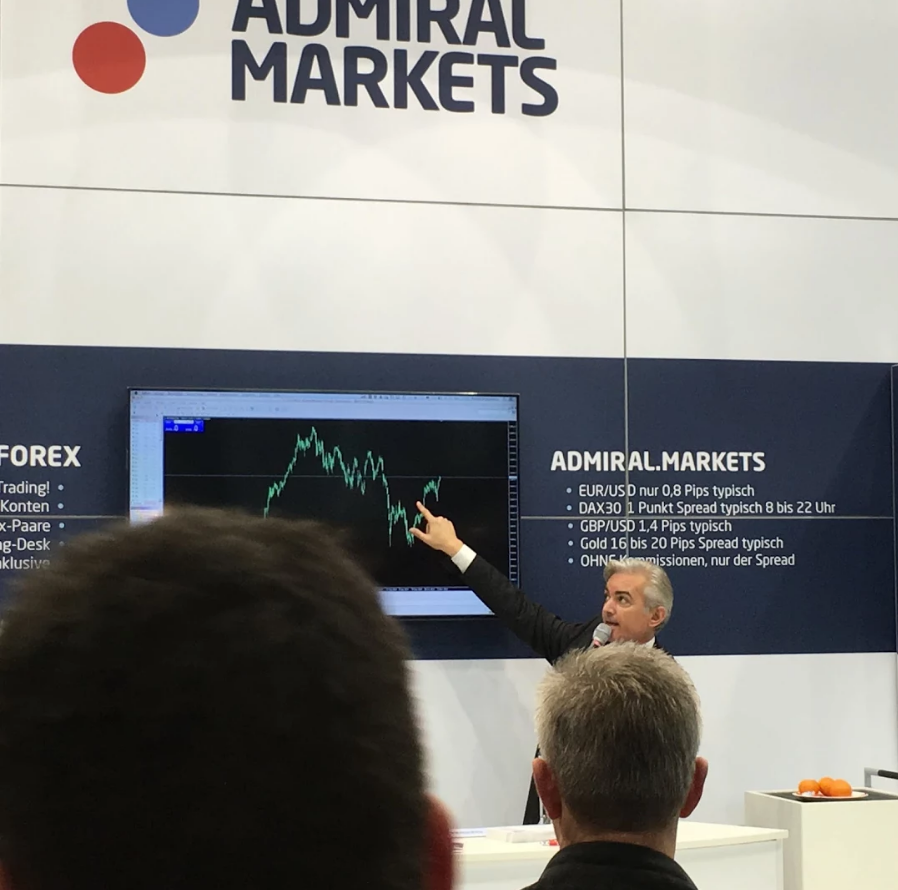 Jochen Schmidt bei der WoT 2015 am Stand von Admiral Markets