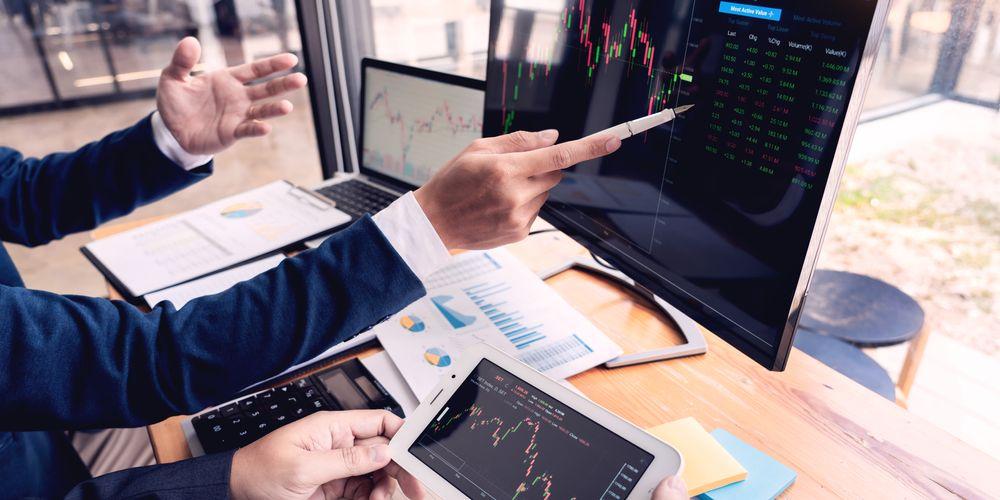 hậu công bố dự báo tài chính