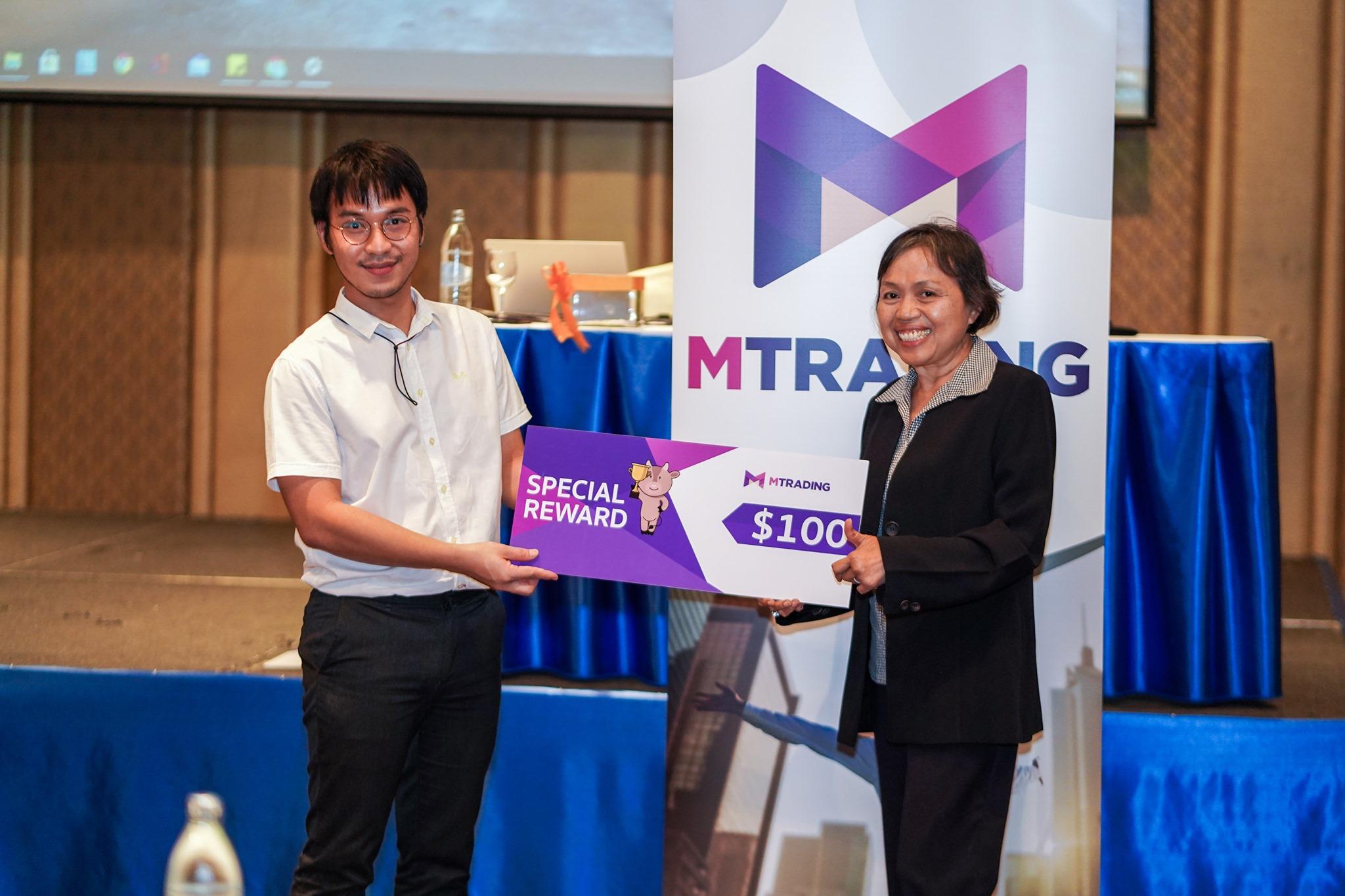 MTrading มอบรางวัลให้กับผู้ร่วมงานสัมมนา